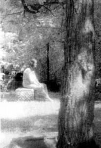 donna-cimitero-bachelor-grove
