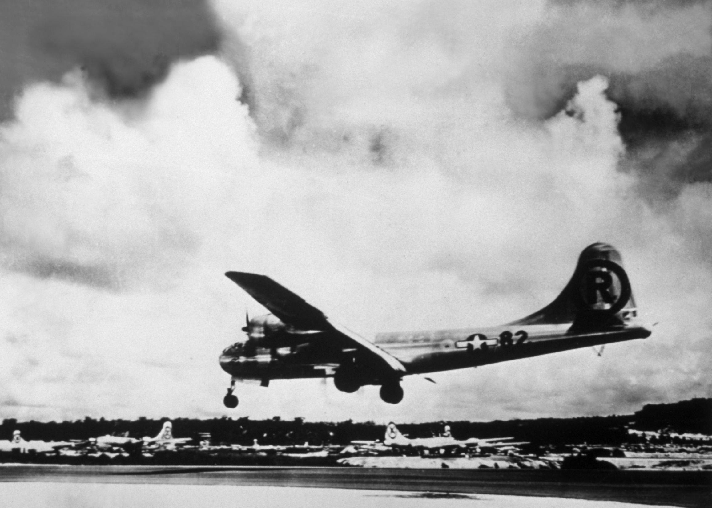 Enola Gay dopo aver sganciato la bomba atomica, 1945 (Getty)
