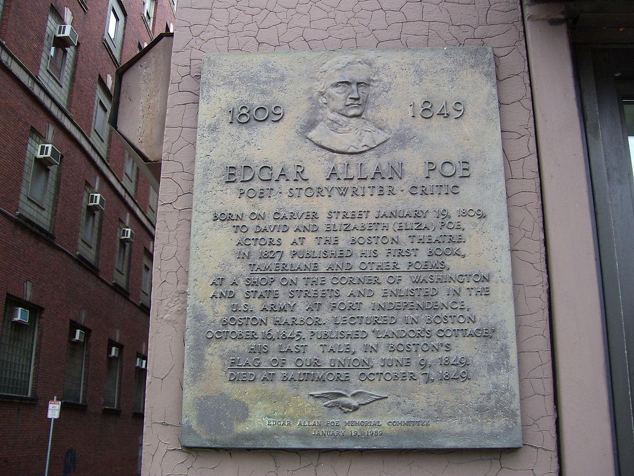 Questa targa a Boston indica la posizione approssimativa in cui è nato Edgar Poe.